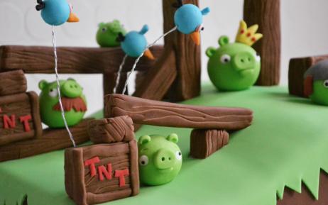 Angry Bird Game Cake